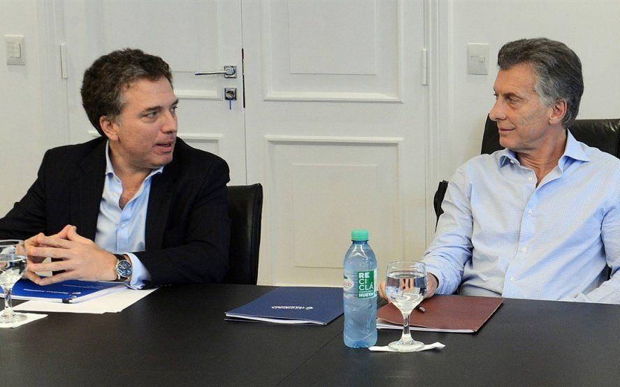 """A un mes de las PASO, Moodys modificó la perspectiva de la deuda argentina de """"estable"""" a """"negativa"""""""