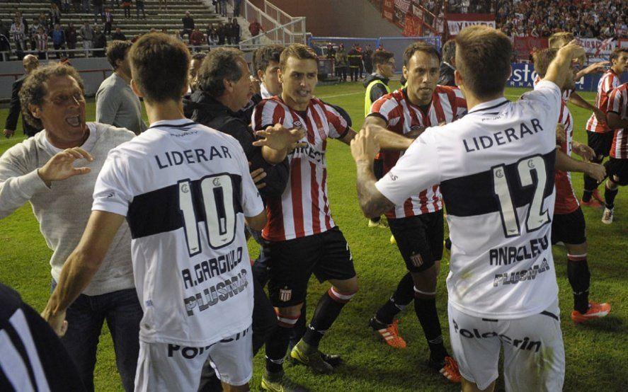 """Estudiantes y Gimnasia, dos de los tres equipos del club de """"Las mil derrotas"""""""
