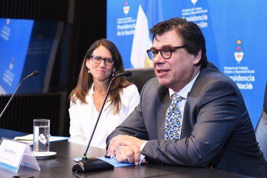 el ministro de trabajo da informes sobre la situacion laboral del pais a los diputados