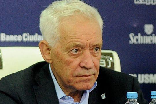 El presidente de Racing, Víctor Blanco, habló de más y dos campeones salieron a cruzarlo.