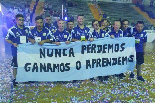 la emotiva celebracion final de la seleccion de futsal argentina con sindrome de down