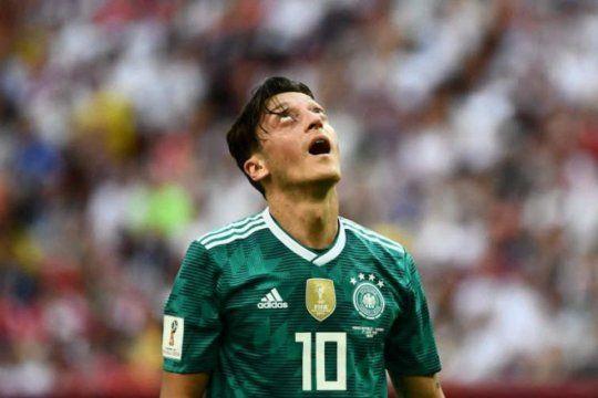 la maldicion de los campeones del mundo se hizo presente en el partido menos pensado