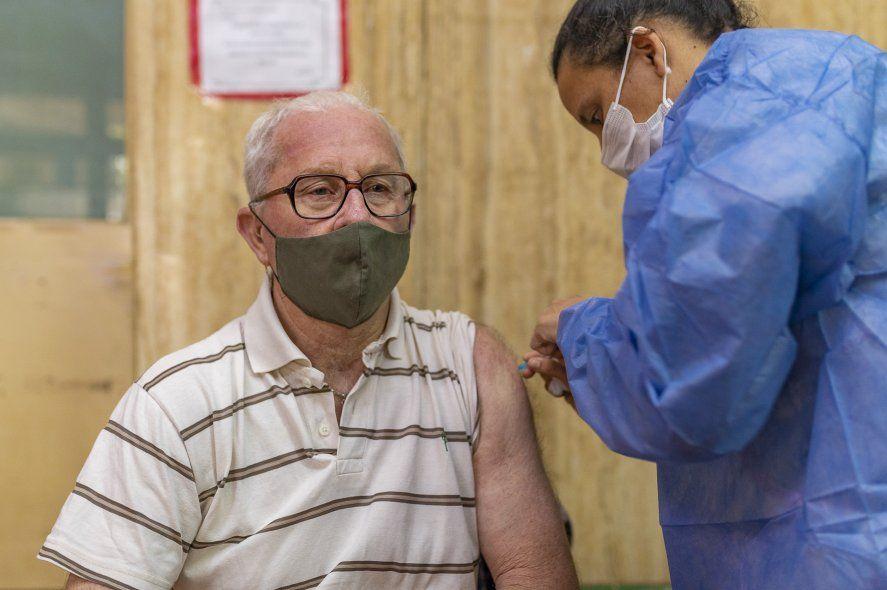 La puesta en marcha de estos vacunatorios en la Provincia inició el viernes a las 10 hs y fue para uso exclusivo de quienes no requieren turno previo.