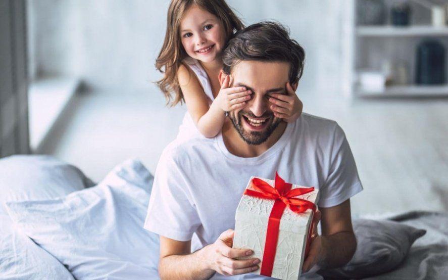 Marketing, religión y algo de historia: Por qué celebramos el Día del Padre en junio y cuáles son los regalos más buscados
