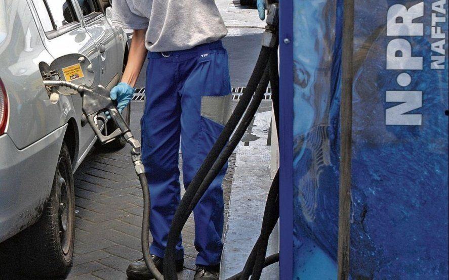 Golpe al bolsillo: Ya rige el aumento del 1,5% en los combustibles de YPF y Shell