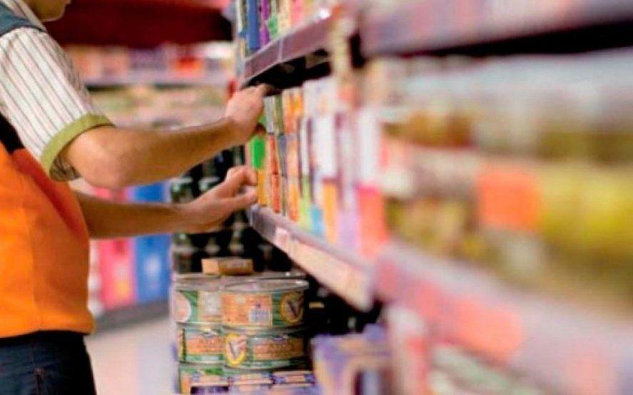 Empleados de comercio acordaron un aumento salarial de 30% anual con cláusula gatillo