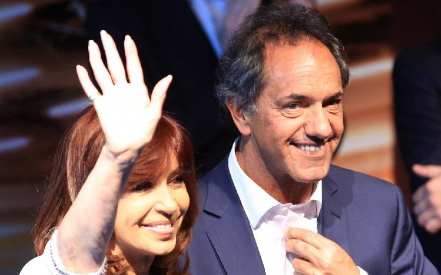 El peronismo kirchnerista negocia una interna entre Cristina Kirchner y Daniel Scioli