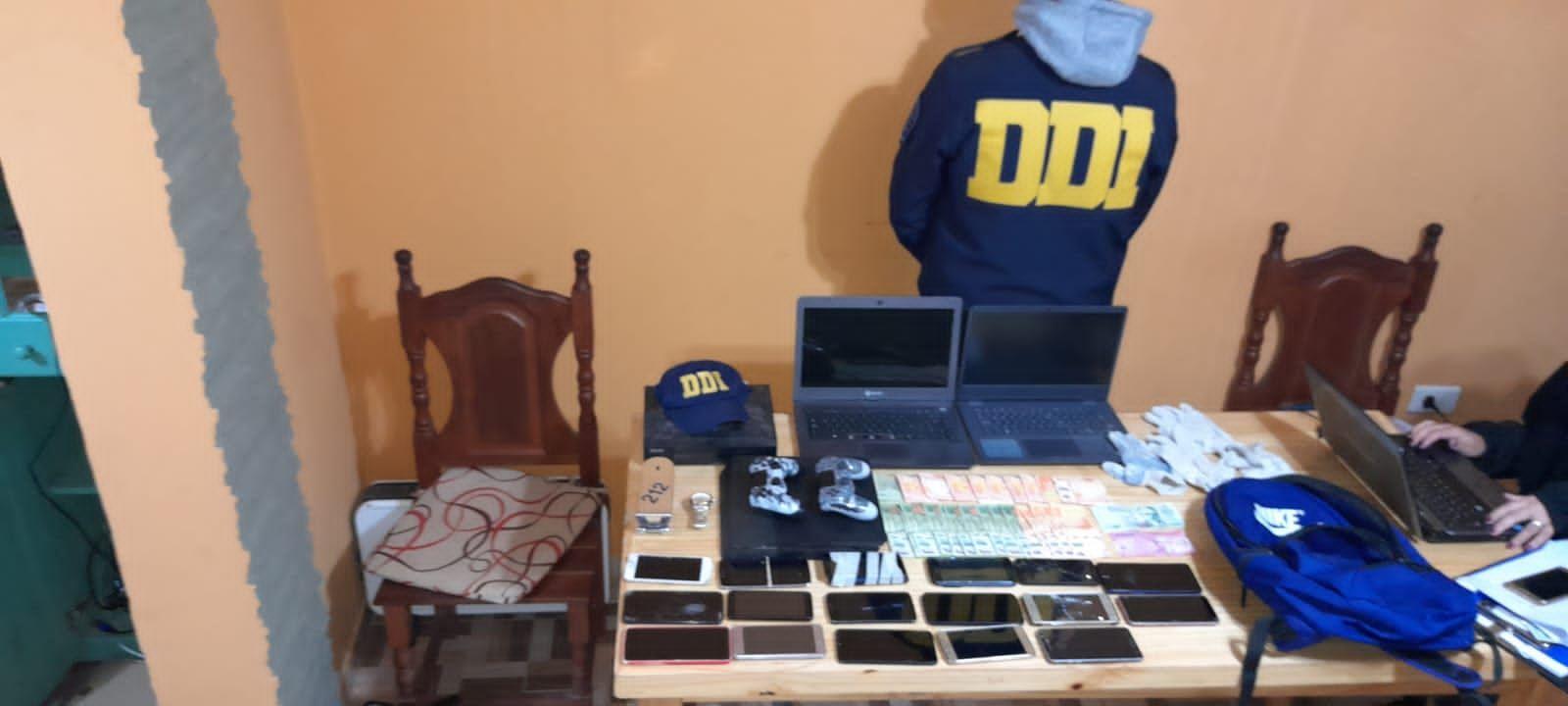 Elementos incautados en uno de los allanamientos a dos meses de los robos