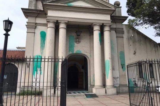 La catedral de Moreno, ¿atacada por militantes pro aborto?