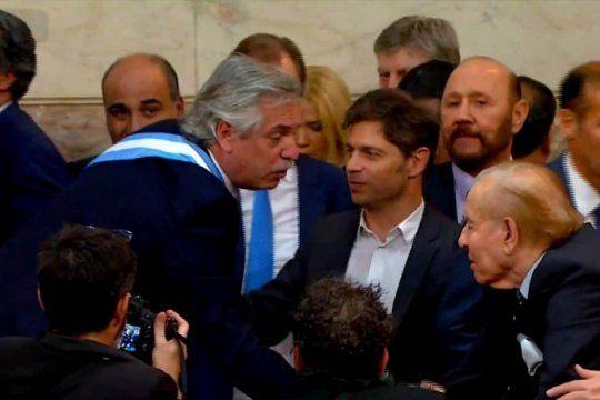 El saludo entre Alberto Fernández y Carlos Menem, en diciembre de 2019.
