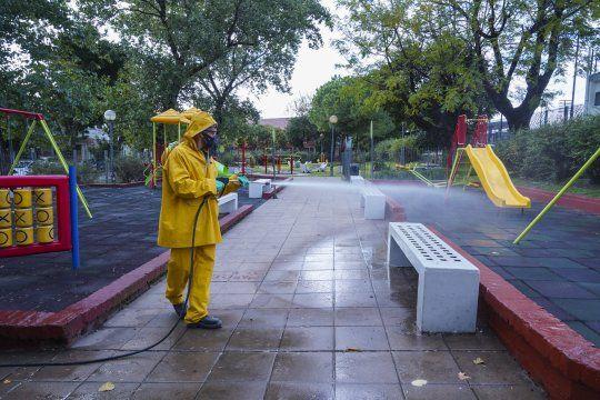 Frente a la segunda ola de contagios de coronavirus, los operativos de desinfección continuán en Vicente López.