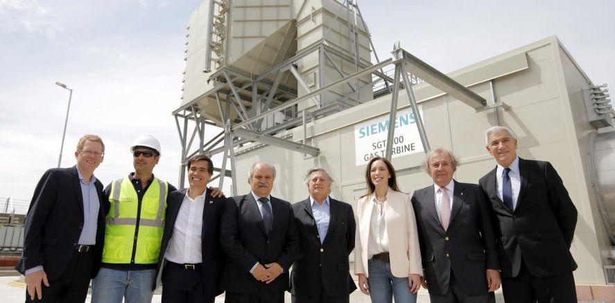 Alejandro Granados (centro) junto a Juan José Aranguren y María Eugenia Vidal durante la inauguración de una Central Térmica en Ezeiza. Granados se despegó del kirchnerismo en 2015 y mantuvo una relación cercana a la gestión de Cambiemos.