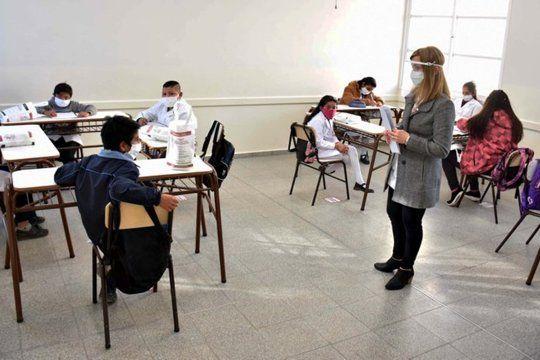 la provincia hizo cambios de ultimo momento en los protocolos de las escuelas