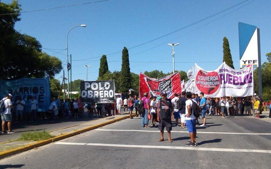 Berisso: caos en el tránsito por reclamo de movimientos sociales al intendente Nedela