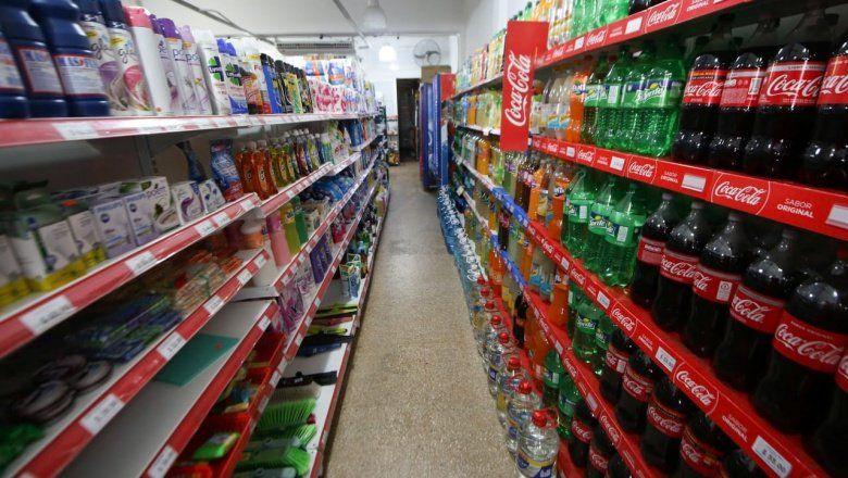 El consumo en supermercados bajó 12,1% y en shoppings 17,6% interanual