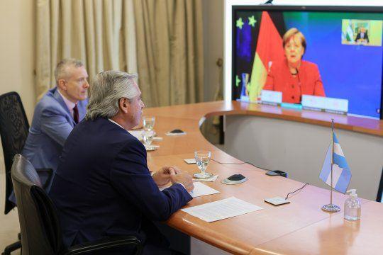 Alberto Fernández dialogó con Ángela Merkel sobre la negociación con el FMI