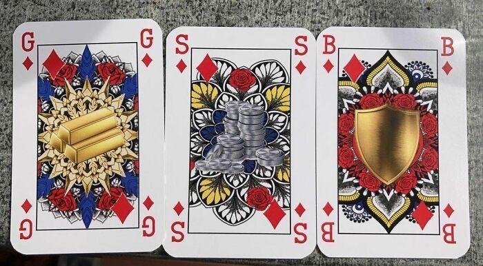 Oro, plata y bronce. Los motivos utilizados en estas cartas para evitar rey, reina y jota en unas barajas que buscan igualdad