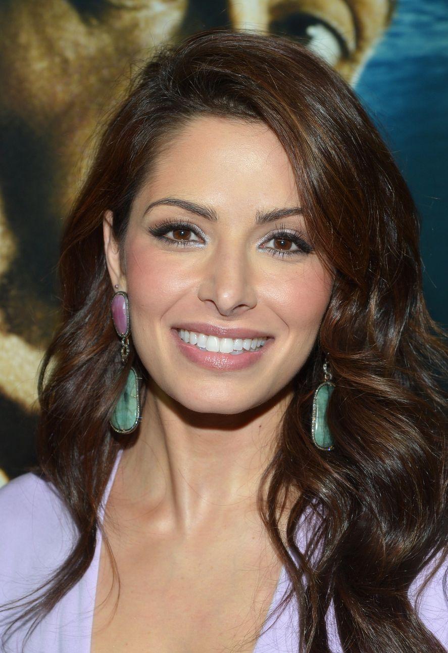 ¿Quién es Sarah Shahi, la actriz protagonista de Sex/Life?