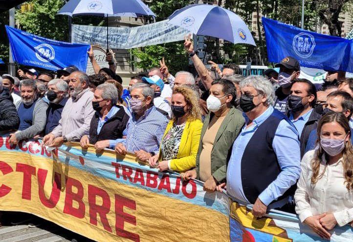 La CGT y de movimiento sociales se movilizaron para celebrar el Día de la lealtad (foto @UDAcentral)