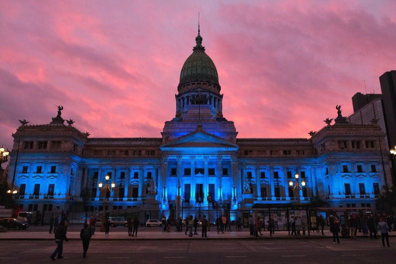 El Congreso se visitó de azul en el Día de las personas sordas