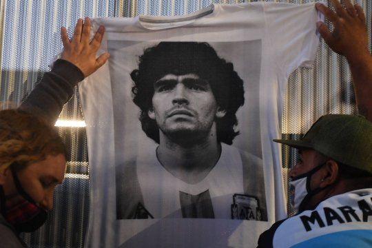 El doctor Cahe habló de la muerte de Maradona y disparó contra los médicos y sus ex parejas.