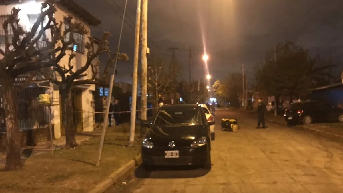 castelar: un policia federal mato a un asaltante e hirio a otro que lo mantenian cautivo en un auto