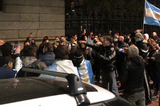 Alfredo Casero protagonizó una arenga frente al Congreso de la Nación (Foto: @mauriciomontess)