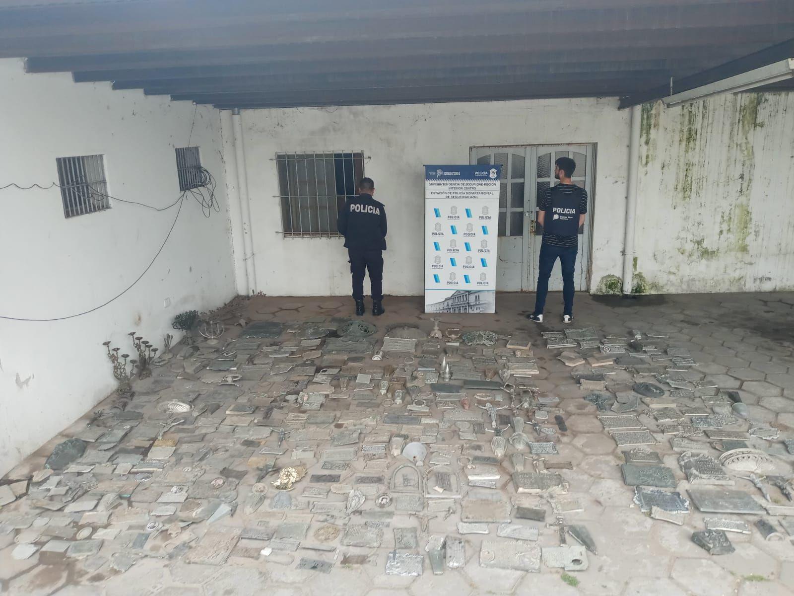 Azul: hallaron más de 500 placas robadas del cementerio municipal