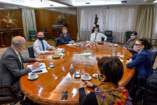 El equipo técnico de finanzas del ministro de Economía Martín Guzmán negocia con el FMI