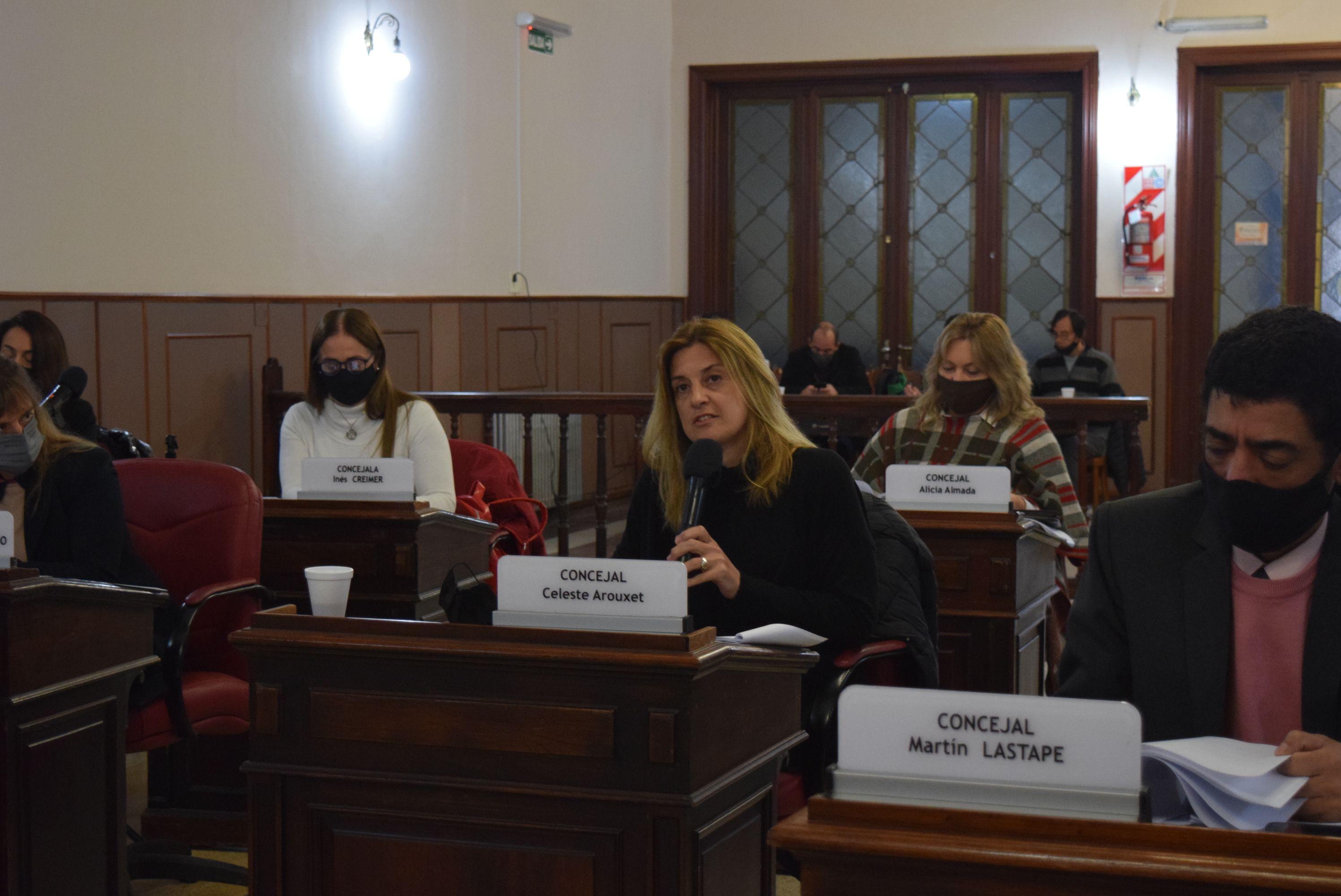 En Olavarría, la concejala Celeste Arouxet propusobajar los sueldos de concejales y crear un fondo para obras