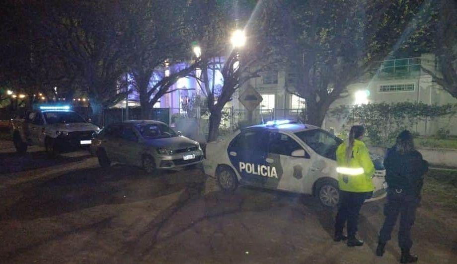 La fiesta clandestina se realizaba durante esta madrugada en las calles Florida y Guido Spano, de Bahía Blanca