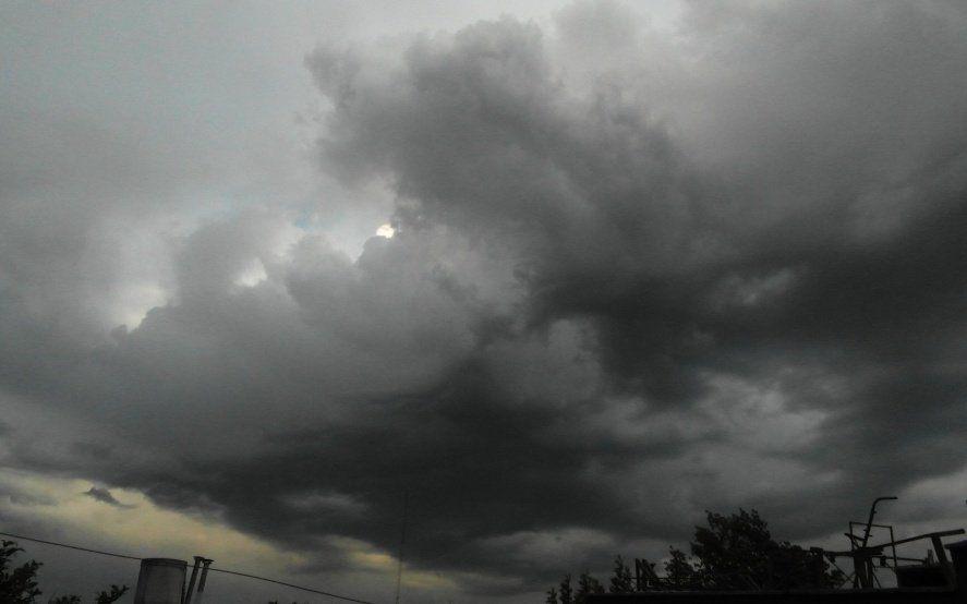 Anuncian tormentas fuertes con ráfagas y ocasional caída de granizo en el noroeste de la Provincia