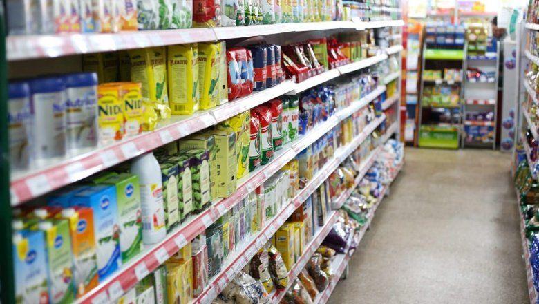 Las ventas en supermercados y shoppings cayeron más del 10% en enero