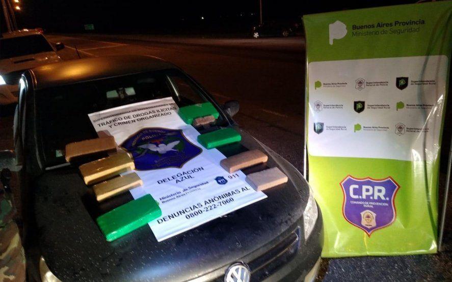 Detienen a un auto en la ruta y le encuentran una carga de casi diez kilos de marihuana