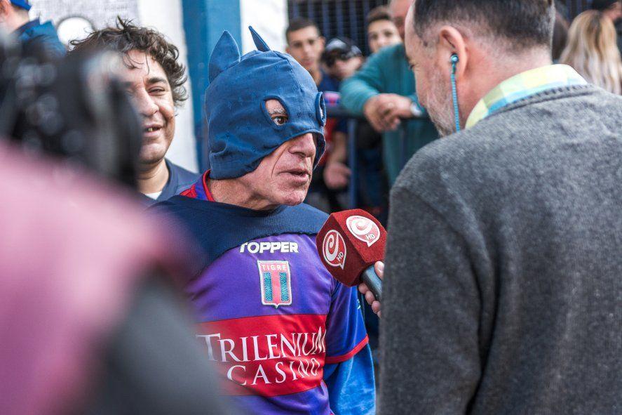 Conocé al Batman del Conurbano: vive en San Fernando y es hincha de Tigre