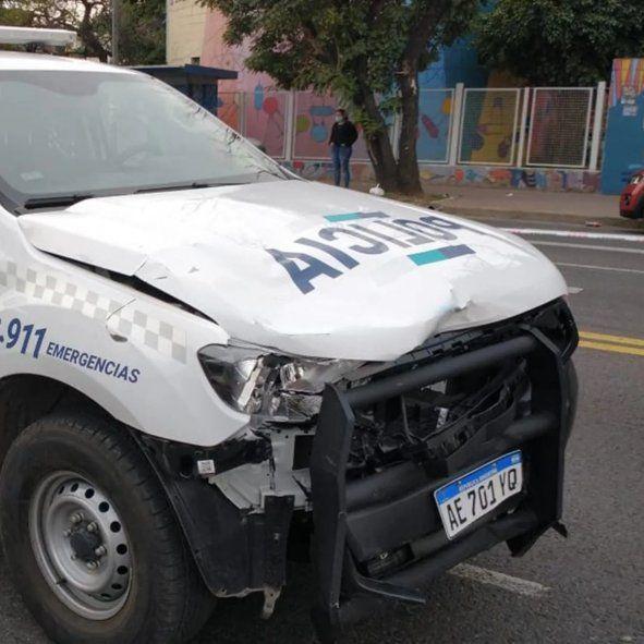 Un patrullero pasó en rojo sin sirenas encendidas y mató a un motociclista