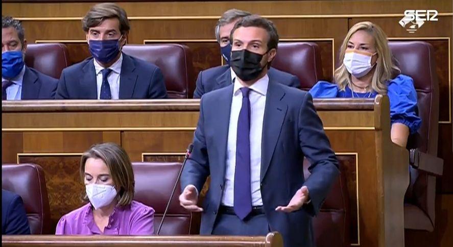 En España la oposición le enrostra al PSOE usar bonos peronistas