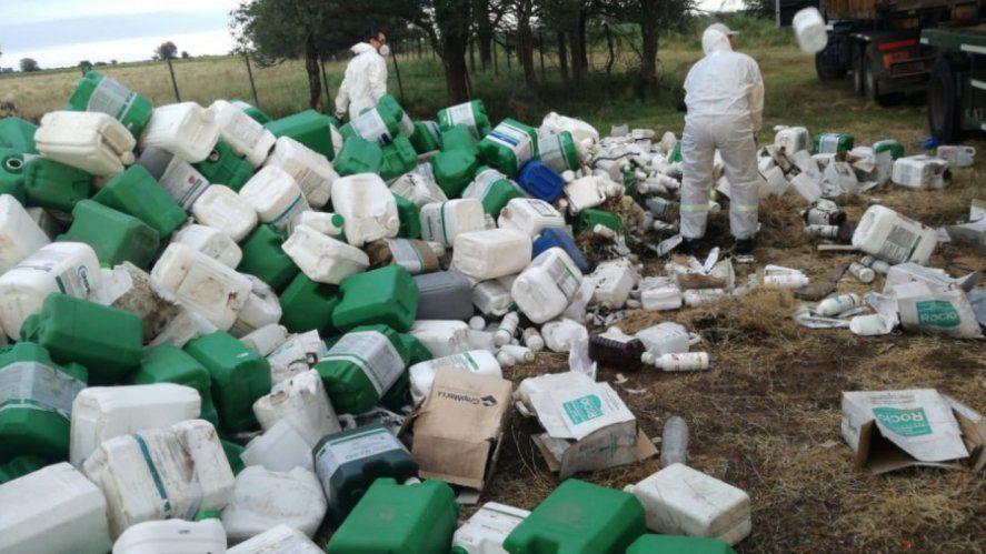 Bidones de agroquímicos descartados sin protocolos sanitarios