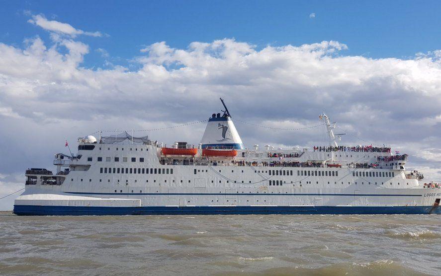 La librería flotante más grande del mundo ya puede visitarse en el muelle de Bahía Blanca