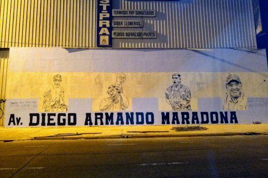 El mural dedicado a Maradona, arruinado por una campaña política.