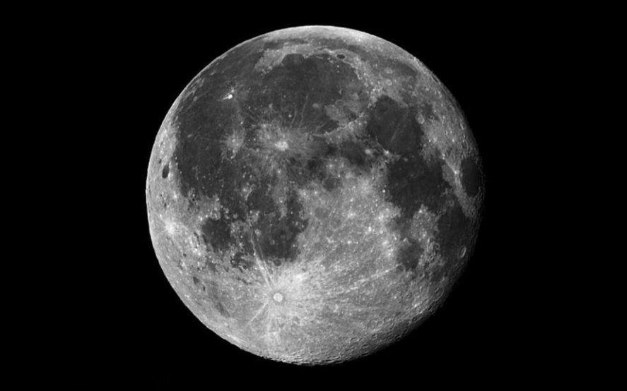 """""""La vieja Luna"""": afirman que el satélite se está encogiendo y tiene arrugas"""