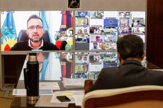 Kicillof firmó un convenio con 25 municipios a través de un acto por videoconferencia
