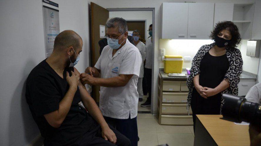 La ministra de Salud Vizzotti evaluó la campaña de vacunación a docentes