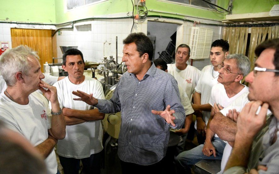 """Massa apoyó la candidatura de Lucas Ghi en Morón y prometió un gobierno """"con el empleo como prioridad"""""""