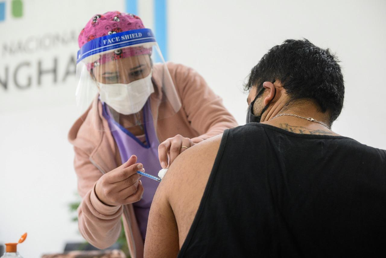 La campaña de vacunación contra el coronavirus no se detiene