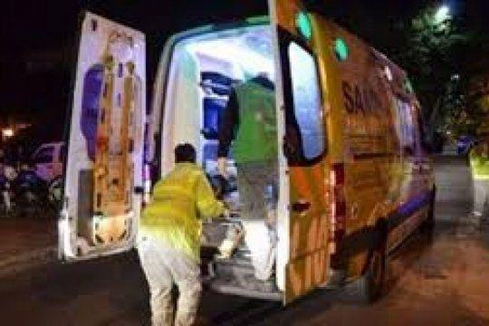 la plata: mira el accidente que dejo herido a un motociclista repartidor de una empresa de delivery