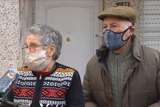 asaltan y golpean a dos jubilados: se llevaron mas de 3 millones de pesos y joyas