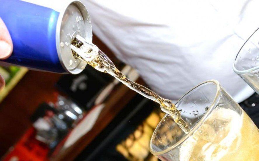 Las bebidas energizantes y los riesgos para la salud: por qué no es recomendable su consumo en exceso