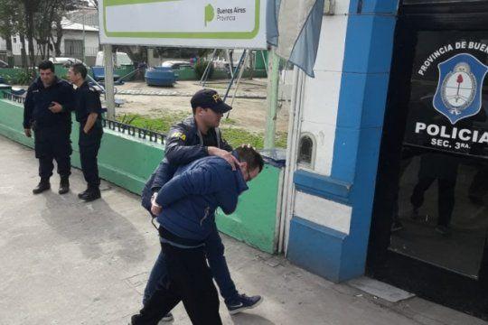 general belgrano: un policia fue herido gravemente en un procedimiento de exclusion de hogar