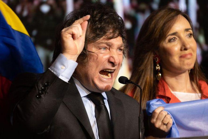 Javier Milei da un discurso tras los resultados de las elecciones PASO.